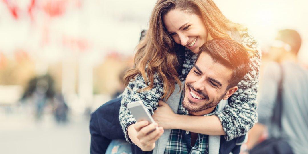 Loveawake.com: un site popular și gratuit de dating cu peste 1.5m single în Rusia și în străinătate